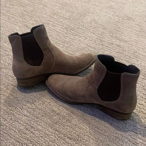 Women's born ankle boots size 8.